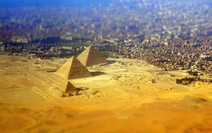 Вид на плато Гиза и Каир с высоты птичьего полета / © Ellen Pabst