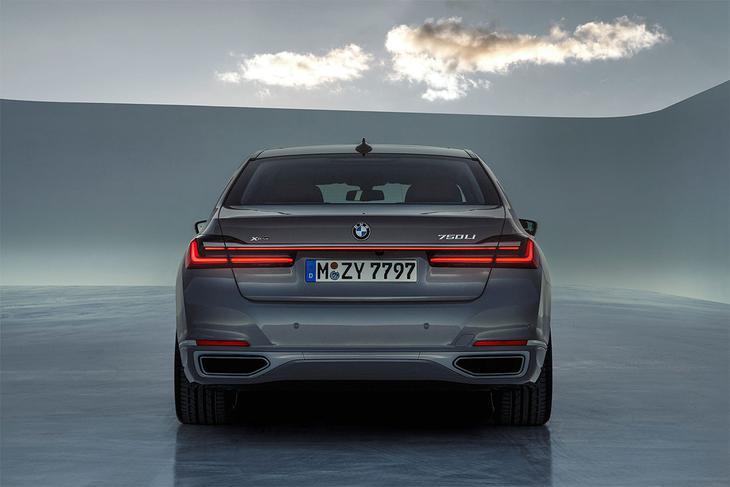 фото BMW 7-Series 2021-2020 вид сзади