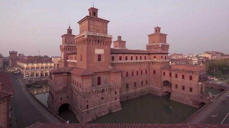 Замок Эстенсе, Италия. Построен в 1385 году. европа, замки, история, средневековье