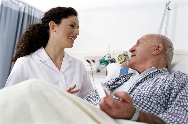 Если вам приходится ухаживать за лежачим больным, главное - гигиена