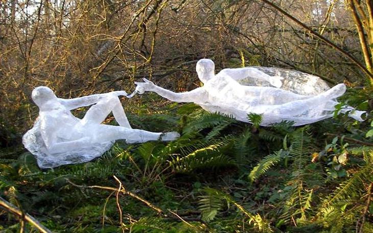 3 м Gavin M Сотворение Адама 2 нед Лучшие работы конкурса скульптур из скотча Off the Roll 2012