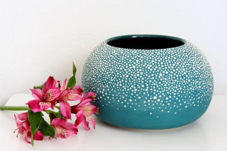 Точечная роспись вазы