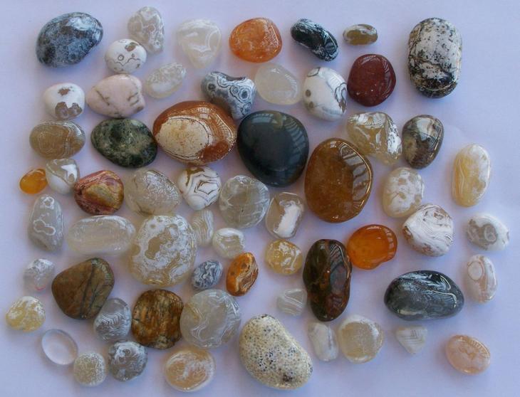 Какие камни подходят женщинам по гороскопу и дате рождения?