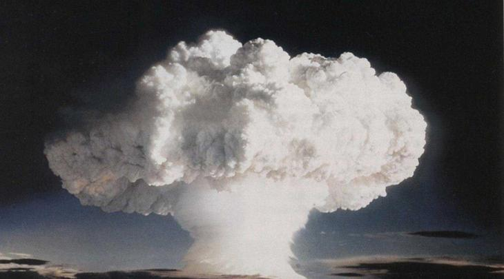 Испытание № 123 23 октября 1961 года Советский Союз провел ядерное испытание под кодовым обозначением № 123. Над Новой Землей расцвел ядовитый цветок радиоактивного взрыва на 12,5 мегатонн. Такой взрыв мог бы вызвать у людей на площади в 2700 квадратных километров ожоги третьей степени.