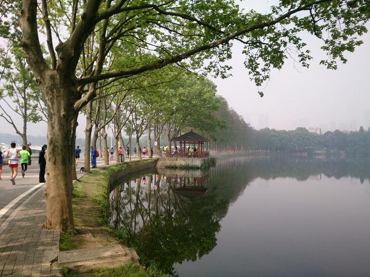 Восточное озеро в Ухани