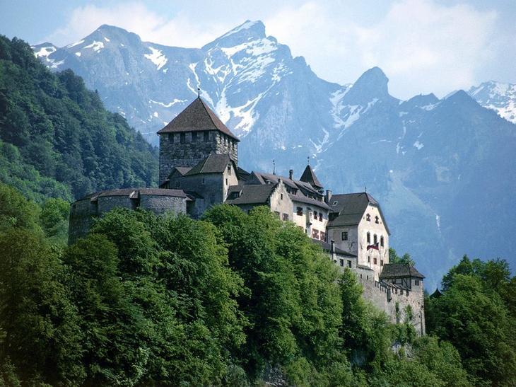 Замок Вадуц, Лихтенштейн. Построен в XII веке. европа, замки, история, средневековье