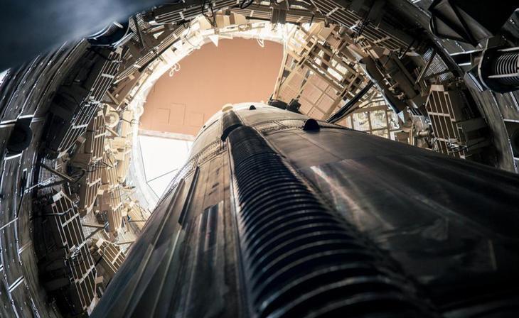 Titan 2 Эффективность базы определяла скорость запуска ракет класса Titan 2. Скоординированные действия операторов позволяли осуществить атаку всего за 58 секунд. Такая слаженность обеспечивалась долгими ежедневными тренировками: даже в экстремальной ситуации, получив серьезные ранения, офицеры выполняли привычную операцию без труда.