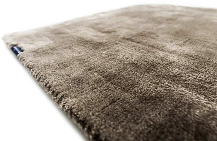 Вискозные волокна очень упругие и прочные, поэтому такие ковры могут прослужить довольно долго