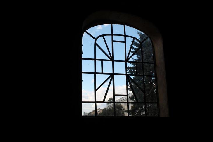Окно в храме