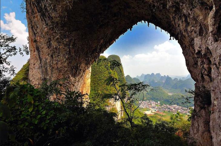 Лунный холм Китай. Создано самой природой. Невероятные природные арки. Фото с сайта NewPix.ru
