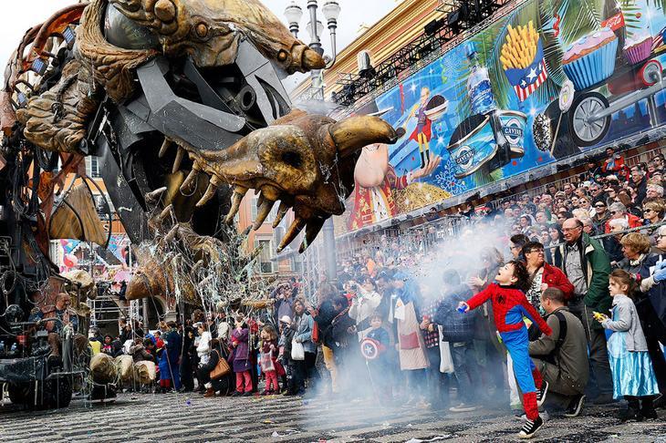 Парад с монстрами в Ницце, Франция