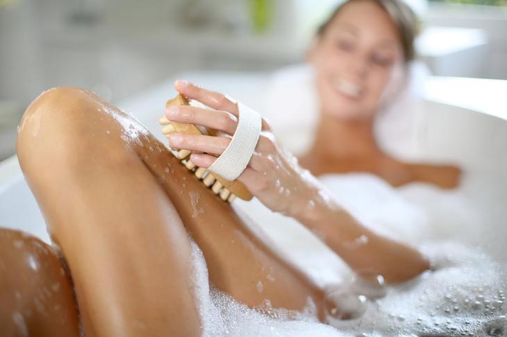 Пилинг кожи перед процедурой бритья