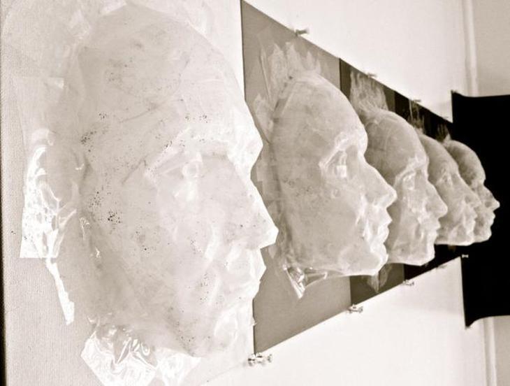 Gianna D Мимолётность лиц Лучшие работы конкурса скульптур из скотча Off the Roll 2012
