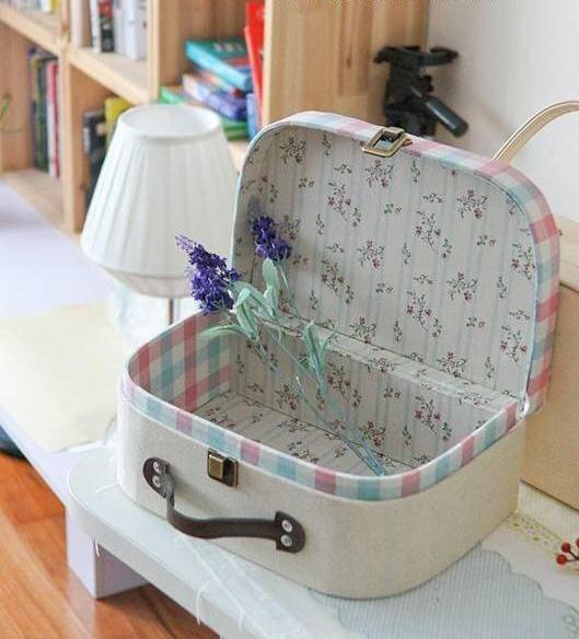 Делаем симпатичный чемоданчик из картона и остатков ткани