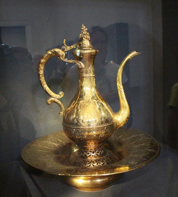 Такой себе золотой кувшинчик, из которого умывались султаны