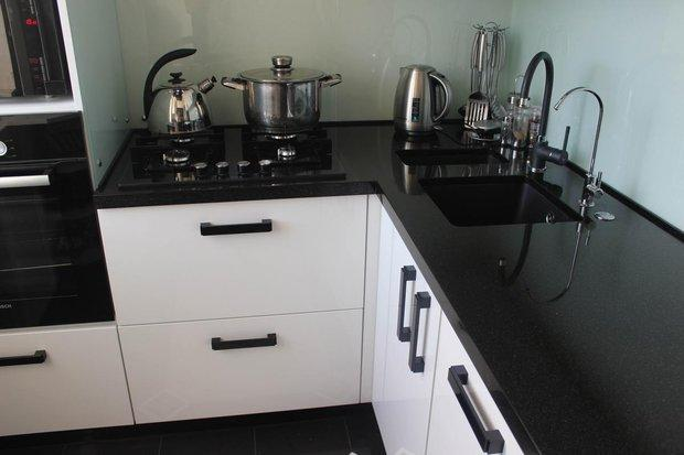 Маленькая, черная кухня