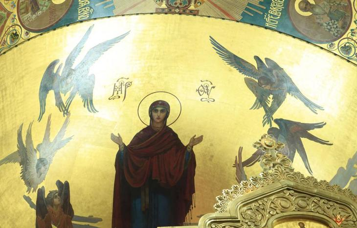 Изображение Богородица на стенах храма